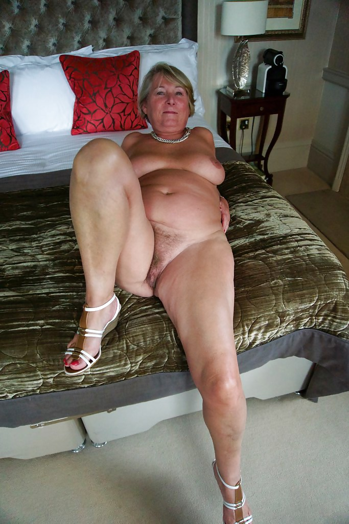 pakistani mature nude